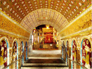 Kandy-temple-of-tooth-relic-sri-lanka-7